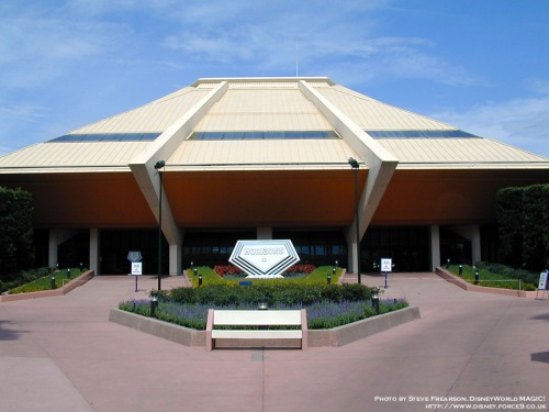 The Horizons building was cleverly built to emulate the perspective of looking towards the horizon. It also looked like a spaceship! (Courtesy of WDWMagic.com)